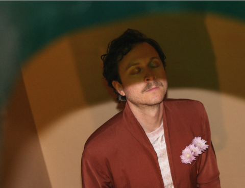 "Dev Ray premieres new track ""Palaces"", part of Dangerbird's MICRODOSE Series"