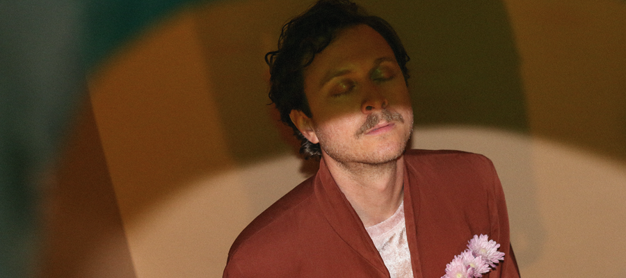 """Dev Ray premieres new track """"Palaces"""", part of Dangerbird's MICRODOSE Series"""