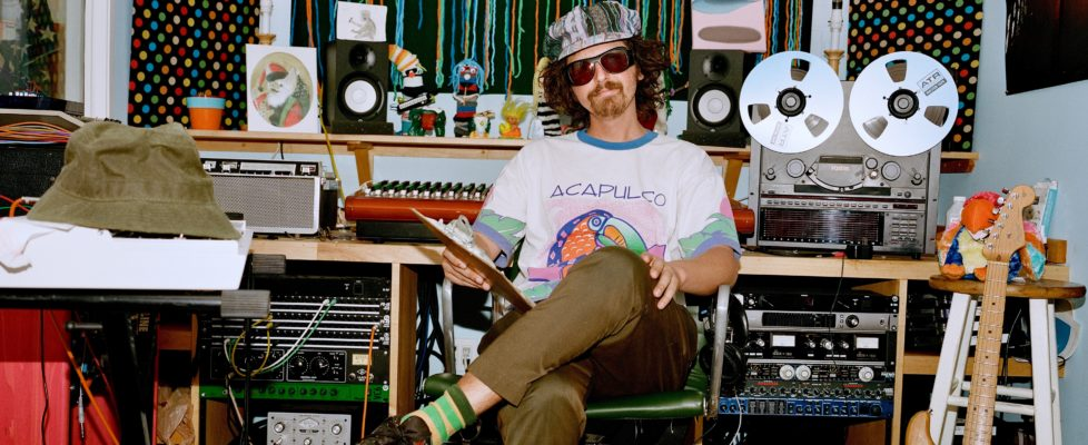 """Jonny Kosmo shares new single/video """"Firely"""" & announces sophomore LP via Glide Magazine;Pastryis out on 6/4"""