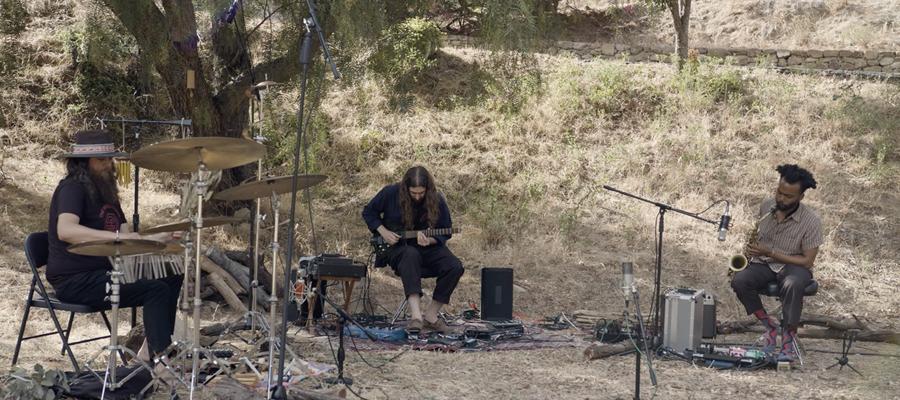 Nate Mercereau SharesSUNDAYS – Live From Elsewherevideo via Aquarium Drunkard